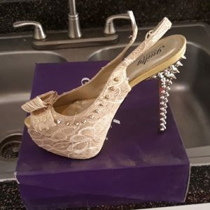 Shoes - Size 11 5 inch Tan Heels Never worn